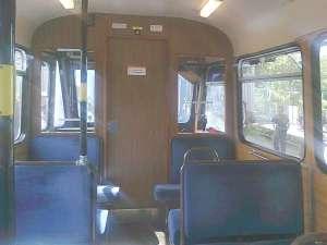Så här ser det ut i en Ängbyvagn. Det är ganska trångt mellan sätena.