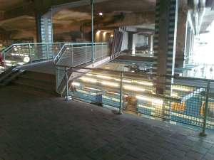 Andra änden av tunneln, ovanför Saltsjöbanans station och bussterminalen. En trist miljö idag