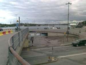 Bild mot Saltsjön och Gröna Lund igen. Observera den lilla gluggen i mitten under bilrampen