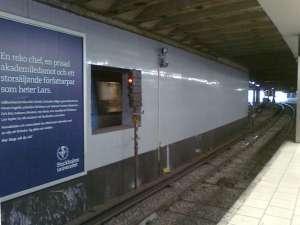 I norra delen av tunnelstation Slussen som vilar på pålar i sand och lera, har man förstärkt med massiva betongpelare