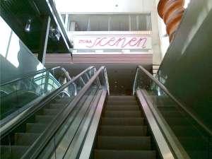 Kulturhuset rulltrappan upp till Stora Scenen