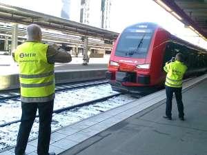 MTR Express Säkerhetsdirektör och Tekniska Direktör fotograferar