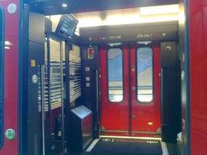 MTR Express, vestibul