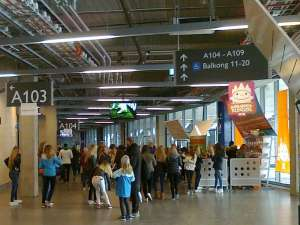 Inne i Tele2 Arena innan matchen