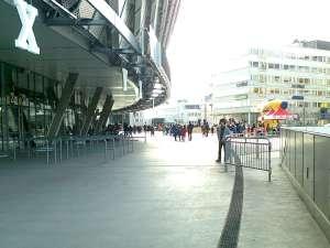 Utanför Tele2 Arena innan matchen