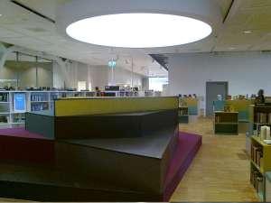 Kista Bibliotek, färgglad konstruktion