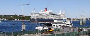 MS Queen Elizabeth lämnar Stockholm