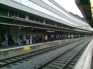 Förväntansfull väntan på Stockholms Centralstation
