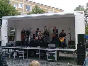 Rockfolket uppträder i Västertorp