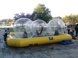 Stora bollar i pool vid Heron City