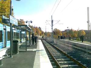 AGA station har 3 spår med plattformar för trafikanter