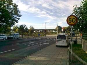 50-skylt vid Tvärbanan Årstaberg
