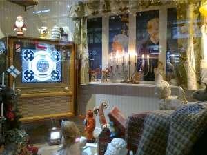 NK julskyltning med gammal tv