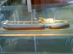 Modell av det första dieselmotordrivna lastfartyget Suecia