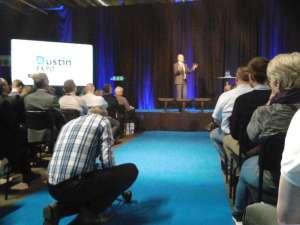 Fredrik Reinfeldt pratar om globen i Globen