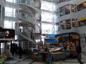 Kontorhus med trappor vid Arenavägen