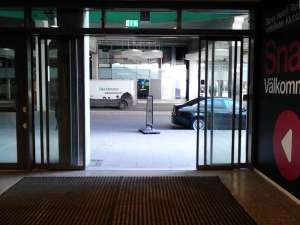 Utgången från Globen Shopping mot Tele2 Arena