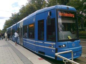 Spårvagn vid hållplats Skansen