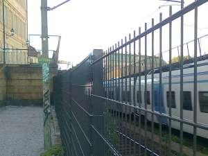 Södergående pendeltåg på väg ut ur tunneln vid Riddarholmen
