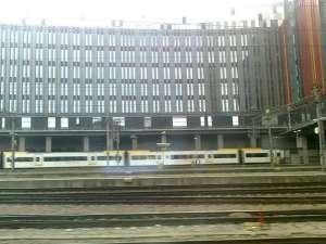Pendeltåg rullar ut från Stockholms Central mot Karlberg sista dagen