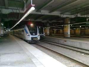 Pendeltåg sida vid sida sista dagen vid Stockkholms Centralstation