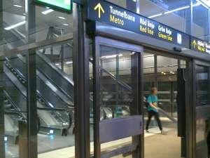 Uppgång till tunnelbanan från pendeltågsplattform vid Stockholm City