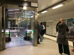 T-Centralen nedgång till Citybanan från mellanplattformen