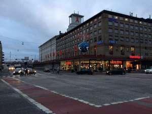 Åhlénshuset vid Skanstull med den vinnande tidkulan