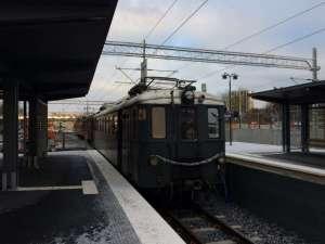 Museitåg lämnar Roslags Näsby norrut