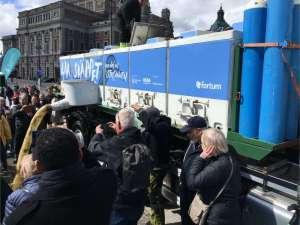 Laxsläppet lastbilen med 6 behållare