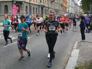 13:52 Stockholm Marathon vid 15 km Valhallavägen farthållare med sluttiden 4:45 tim