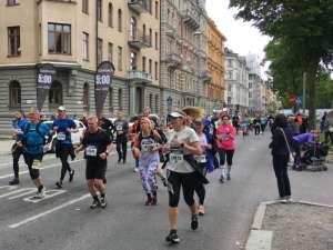 13:52 Stockholm Marathon vid 15 km Valhallavägen farthållare med sluttiden 5:00 tim
