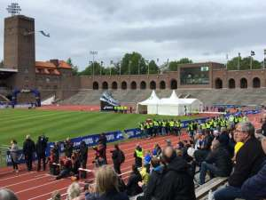 Stockholms stadion under Stockholm Marathon vinnaren inväntas