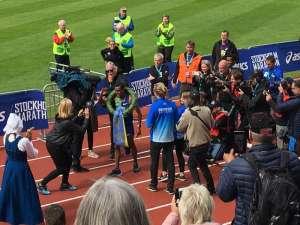 14:10 Stockholm Marathon Stockholms stadion segraren Nigussie Sahlesilassie med lagerkrans